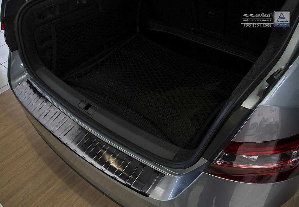 Globmel Kryt prahu zadních dveří Škoda Superb III liftback - černý grafit