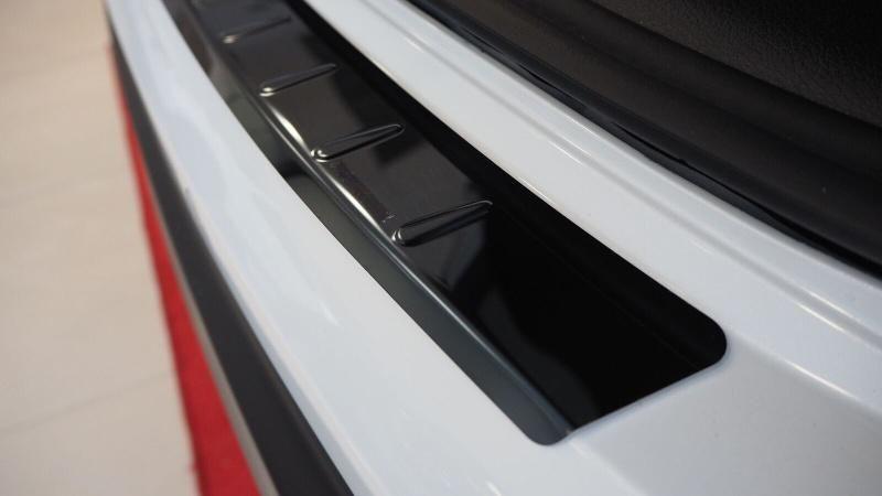 Alufrost Kryt prahu zadních dveří - nerez, černý FORD FOCUS III facelift 5dvéř.