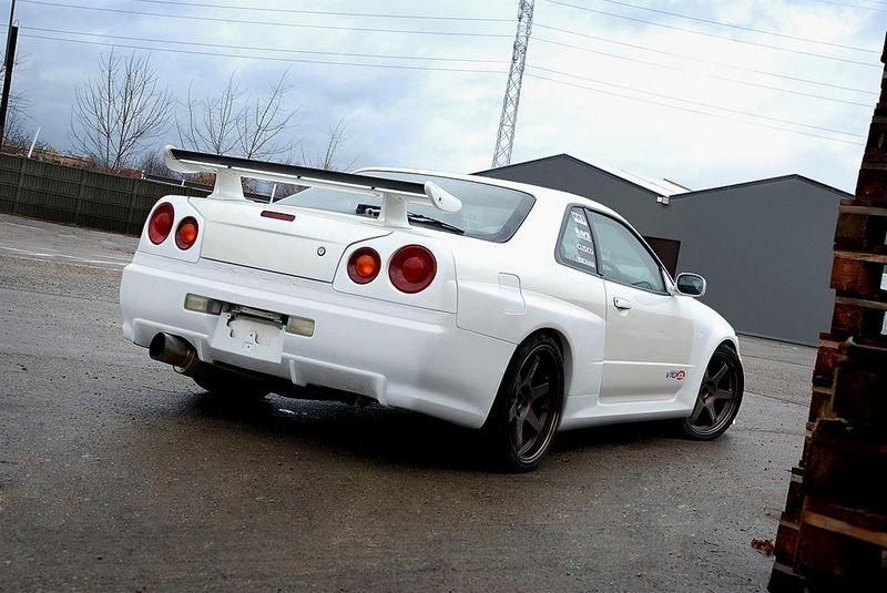 Maxtondesign Zadní nárazník NISSAN SKYLINE R34 GTT - GTR Look (pro blatníky 2292)