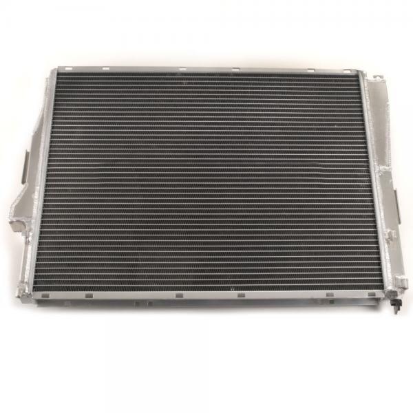 Hlinikový závodní chladič Jap Parts BMW E46 316i-330i CI/XI/TI + 1.8/2.0/3.0D + M3 (98-06)