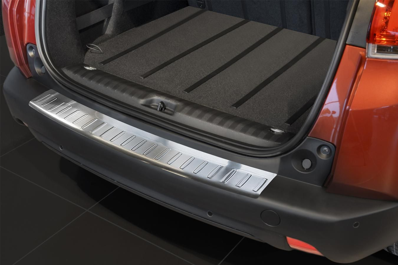 Globmel Kryt prahu zadních dveří Peugeot 2008