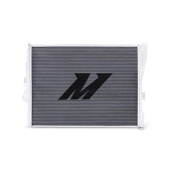 Hliníkový závodní chladič Mishimoto BMW 3-Series E46 323i/325i/328i/330i manuál (99-06)