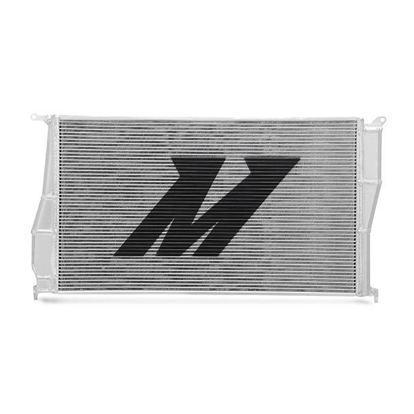 Hliníkový závodní chladič Mishimoto BMW 3-Series E90 / E92 / E93 335i/335xi/335is (06–13)